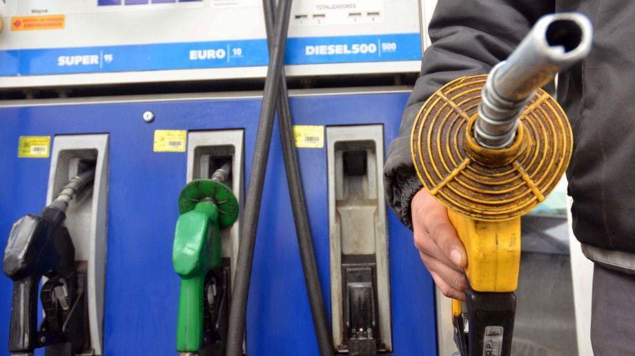 Paso del huracán Laura afectará precio internacional de los combustibles |  El Pregonero