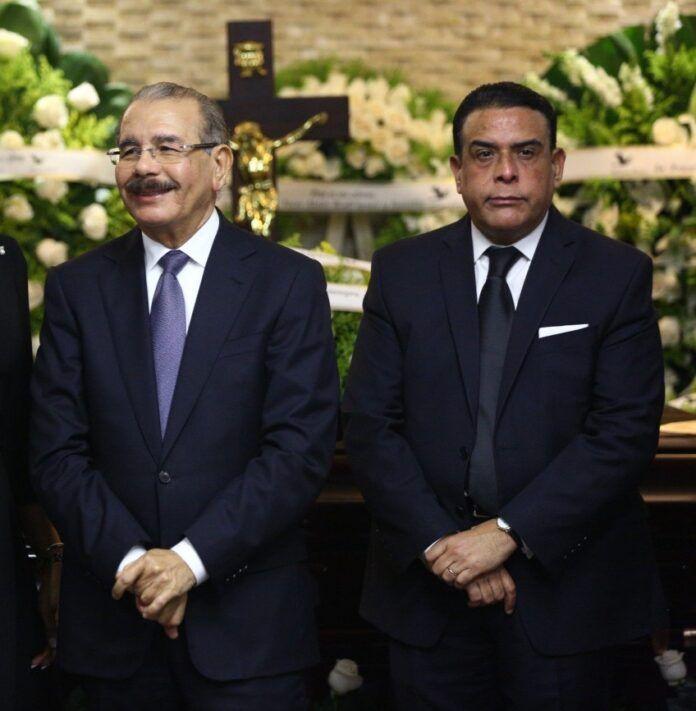 EL CHISTE DEL DIA; Danilo Medina no sabía que su hermano era suplidor del Estado, revela abogado